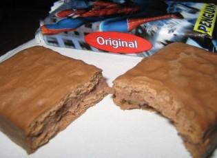 penguin-biscuit-390x285